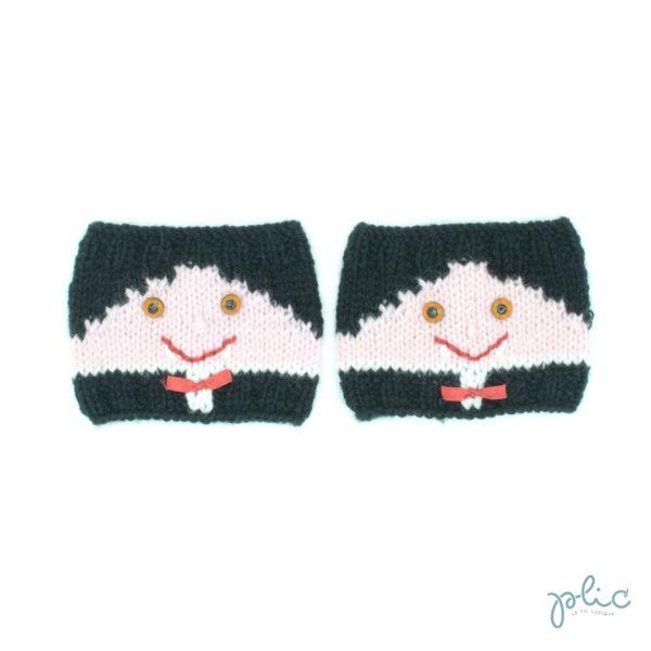 Bandes circulaires de 8cm de haut sur 11cm de large, réalisées au tricot par Plic et représentant le visage d'un petit vampire.