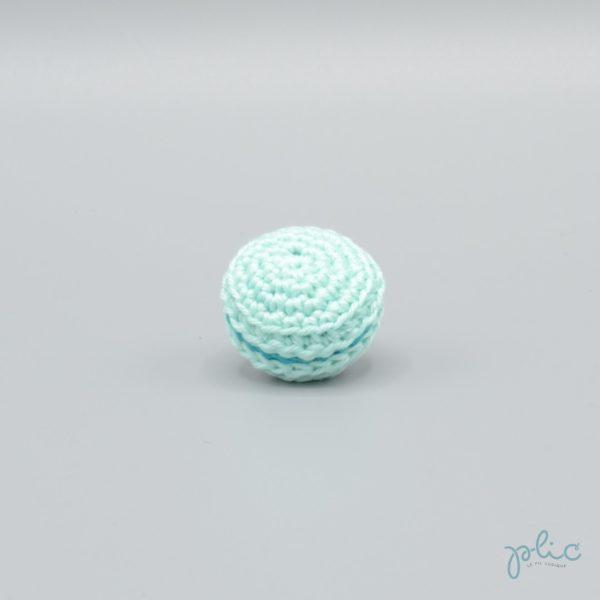 macaron turquoise clair de 3cm de diamètre, crocheté par Plic