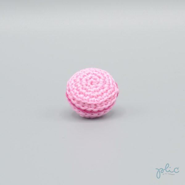 macaron rose moyen de 3cm de diamètre, crocheté par Plic